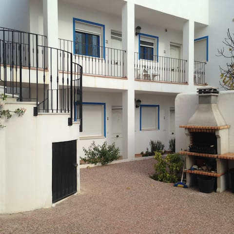 Large family apartment sleeps 5, WIFI, shared pool - Los Gallardos - Apartamento