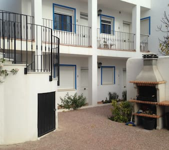 Large family apartment sleeps 5, WIFI, shared pool - Los Gallardos - Apartament