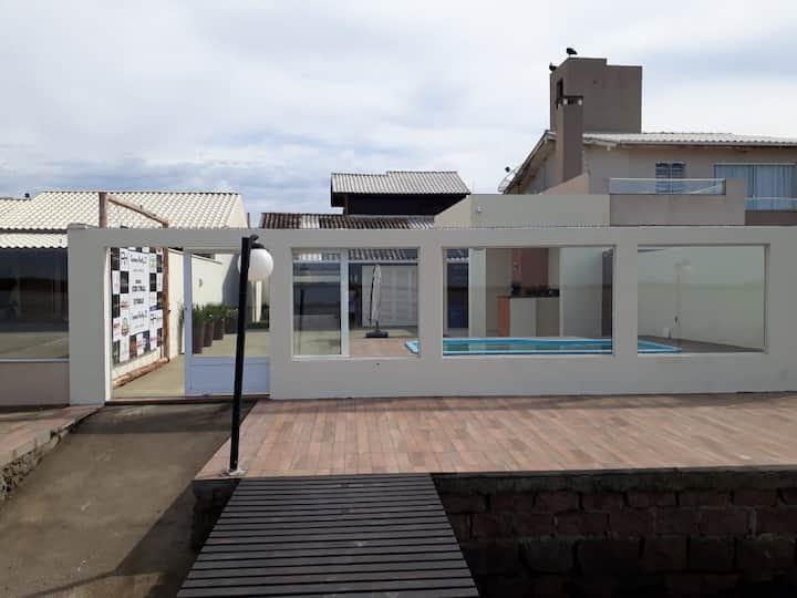 Alugo casa em Laguna SC, Frente a Lagoa St Antonio