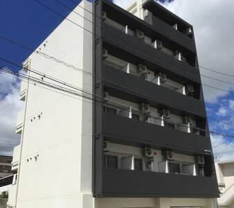 那覇新都心近1R(202) デザイナーズマンション 閑静な住宅街でゆっくり過ごせます。無料Wi-Fi - Apartment