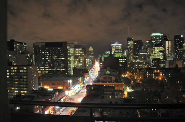 Unbeatable Montreal Views from Private Balcony!