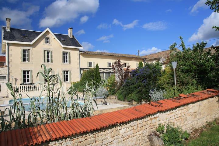 GITE DE LA MOUTONNERIE - Montigné Celles-sur-Belle