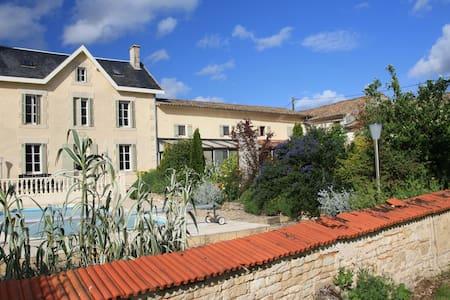 GITE DE LA MOUTONNERIE - Montigné Celles-sur-Belle - 一軒家