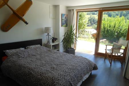 Chambre lumineuse à la montagne  - Thônes - Bed & Breakfast