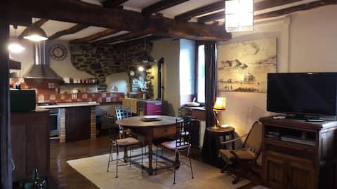 precioso piso en casa rustica .