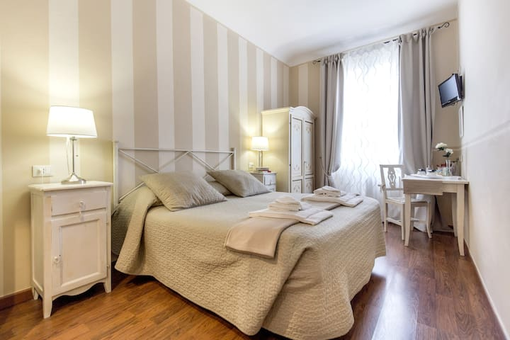 double room with bathroom and  wi-fi
