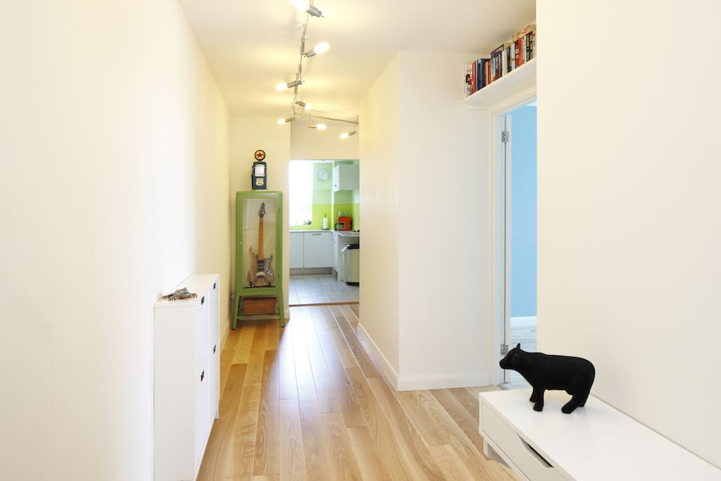 Spacious and bright hallway!