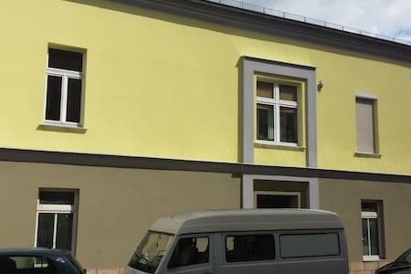 Charmantes Haus mit drei Zimmern - Magdeburg - Casa