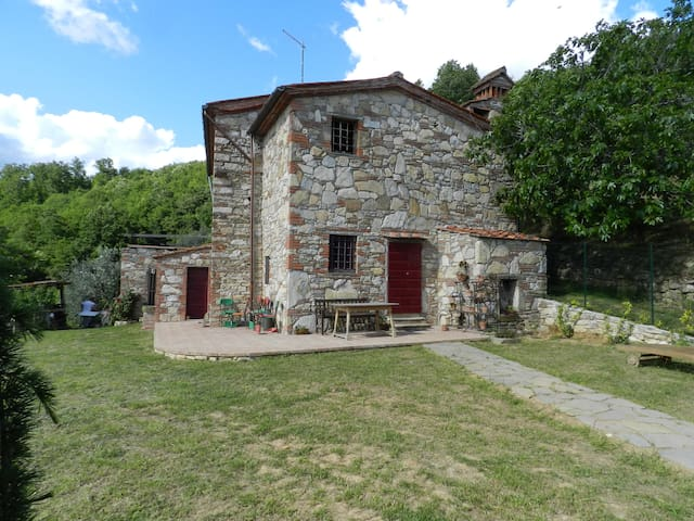 Nice farmhouse on a hill - Serravalle Pistoiese - Hus