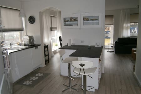 A warm and cozy apartment. Great location! - Kópavogur - Wohnung