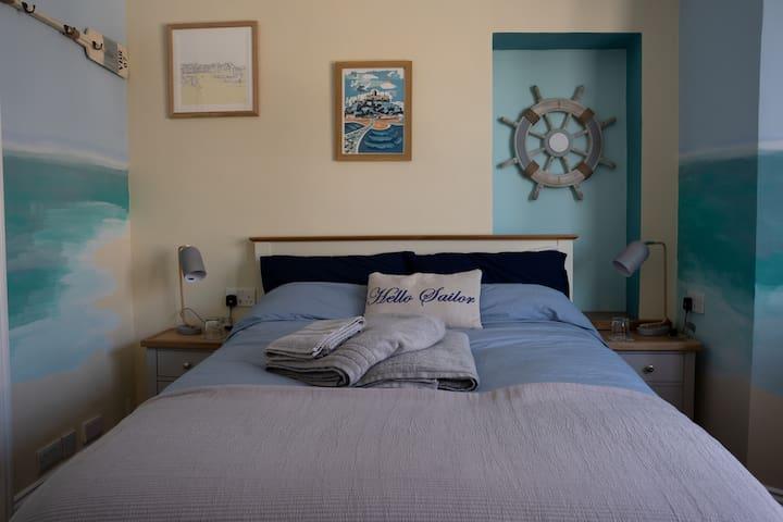 Mounts Bay ensuite double room.