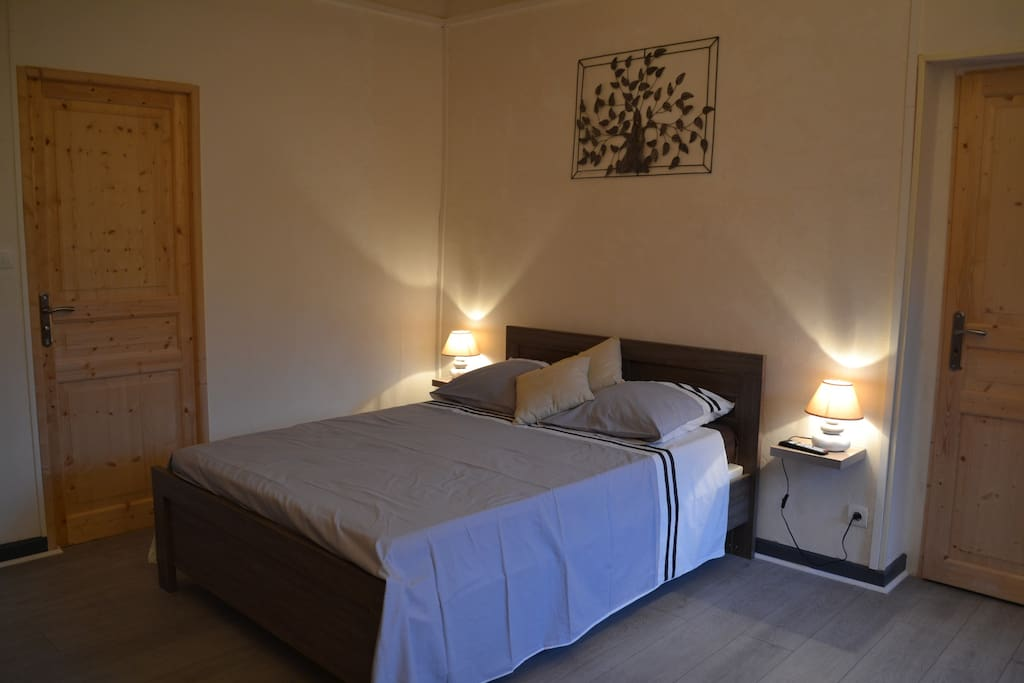 Chambre d 39 hotes 3 personnes bed breakfast zur miete in for Chambre 3 personnes