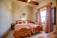 The second twin bedroom with ensuite shower