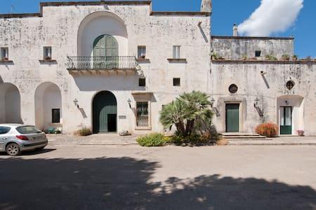 Charming rooms in an 1700's farmhou - Cutrofiano - Wikt i opierunek