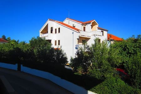 "Apartments Fjaka (""A1""), near beach - Byt"