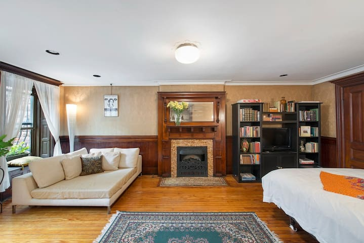 Gorgeous Room in Historic Townhouse - New York - Bed & Breakfast