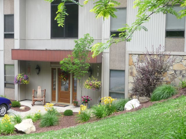 Lovely Wooded Rural Setting - Vanderbilt - Pousada