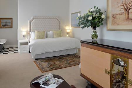 Vineyard Views Country House Ground Floor Suite - Riebeeck Kasteel