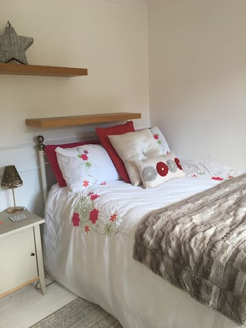 Apple Tree House- Double En-Suite Room, Breakfast