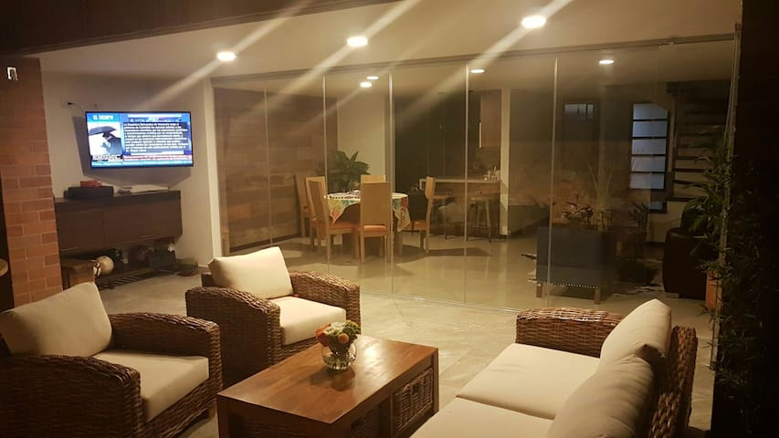 Newly 2017 remodeled - Classy Home - Envigado - House