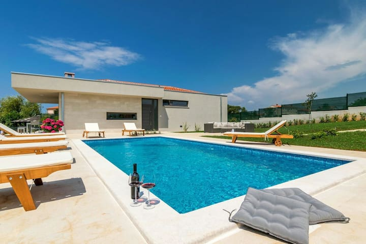 New modern villa near see with pool - Fažana - 別荘