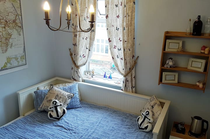 Central Leigh-On-Sea (Close to station & Airport)