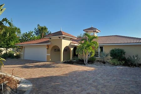 Beautiful Bay Villa w/ Pool & Dock! - Nokomis