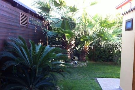 VILLA ROSA con giardino esclusivo - Porto Empedocle  - Bed & Breakfast