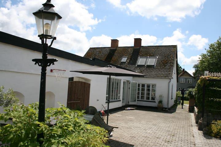 Landlig Idyl ved Grib Skov - Græsted - House