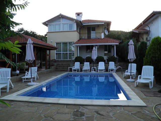 "Guest House""Miryana"" on the Black Sea coast"