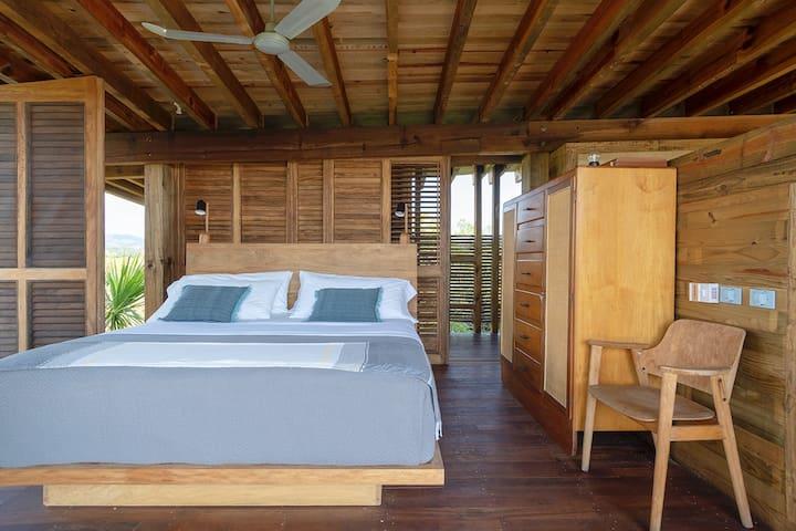 Recamara con cama king size