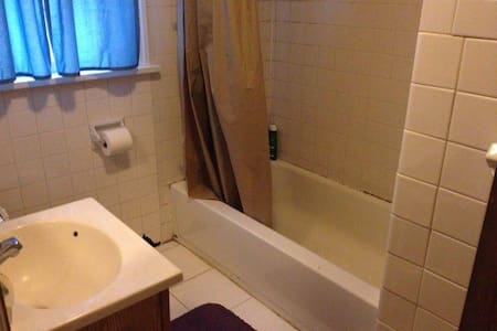 Private and Cozy room near College Town - Rochester - Casa