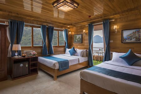 Double Spacious 4 star cruise in Halong bay