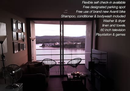 Best views in Canberra! City aprtmt with parking! - Canberra - Huoneisto