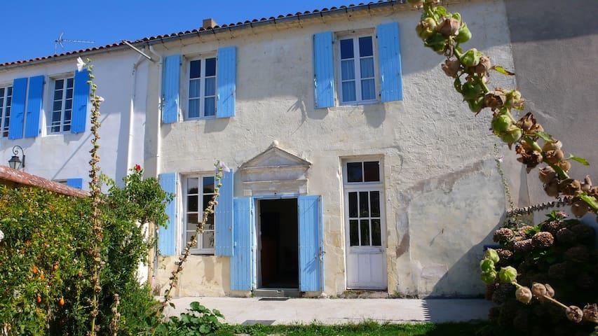 maison ancienne restaurée - L'Houmeau - Rumah