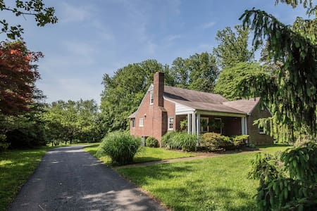 Private Home: County Charm minutes from Baltimore - Lutherville-Timonium - Дом