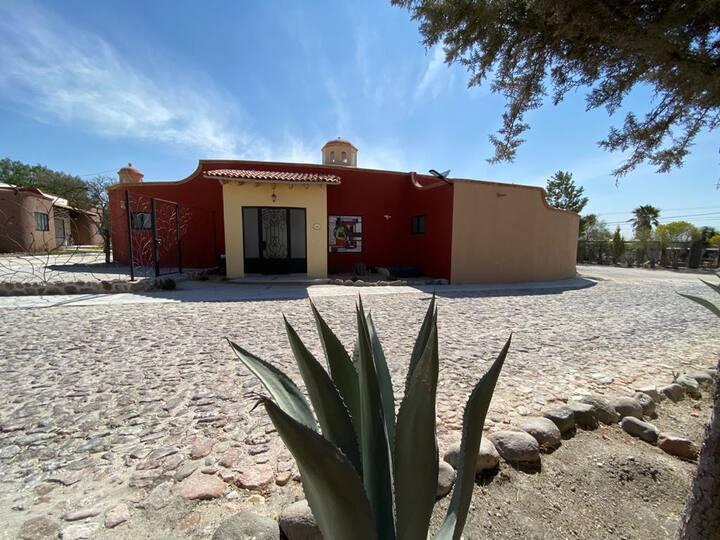 """Preciosa y segura Villa en Rancho """"Los Labradores"""""""