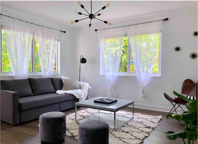 3bed/2bath Home w/ Backyard +Free Parking-Sleeps 8