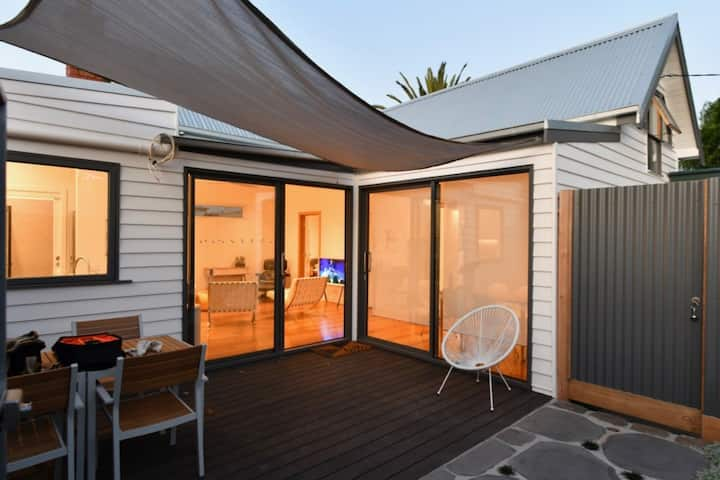 Bluestone Cottage. Stylish Privacy. Fitzroy North