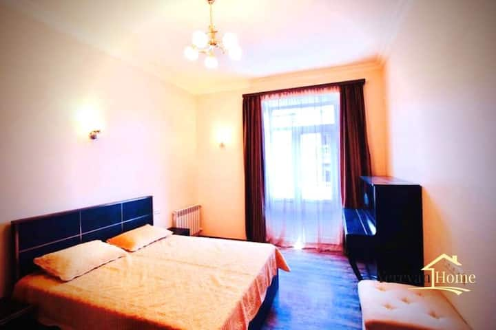 Rent an Apt! Close to Subway on Square in Yerevan!