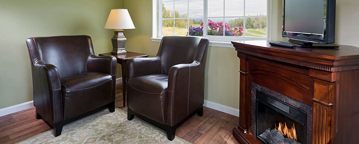 #1 Luxury Cottage - Alaska Garden Gate Bed & Breakfast