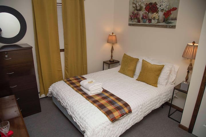 Comfortable Room in Historic Bethel Queen Bed.