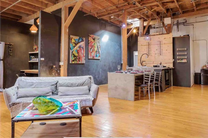 Art district loft **Free parking Events welcomed**