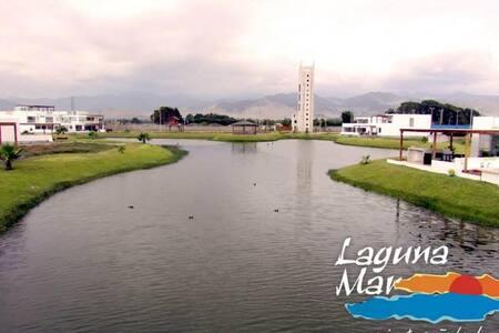 Alquiler de amplio duplex de playa en  Laguna Mar