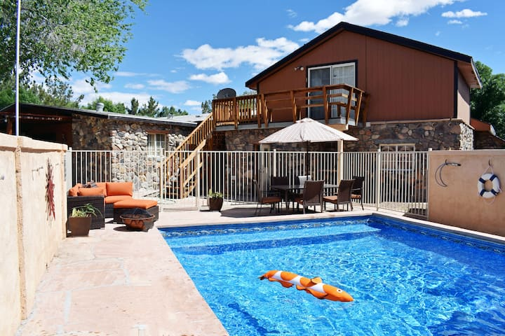 Death Valley Rustic Desert Lodge Home 3bd 2ba Pool