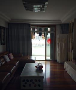 設計青春時尚有格調,各樓層顏色不同 - Yuli Township