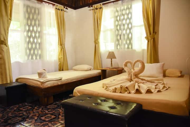 River & Rainforest private room