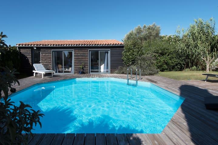 Studio avec jardin, piscine privée