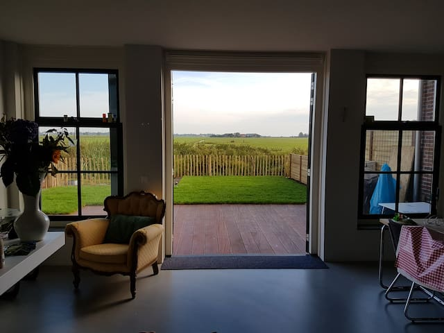 Rural newly build house 15 min to Amsterdam centre