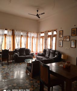 PRANIK 8  COSY STAY 5 MINUTES FROM RAILWAY STATION